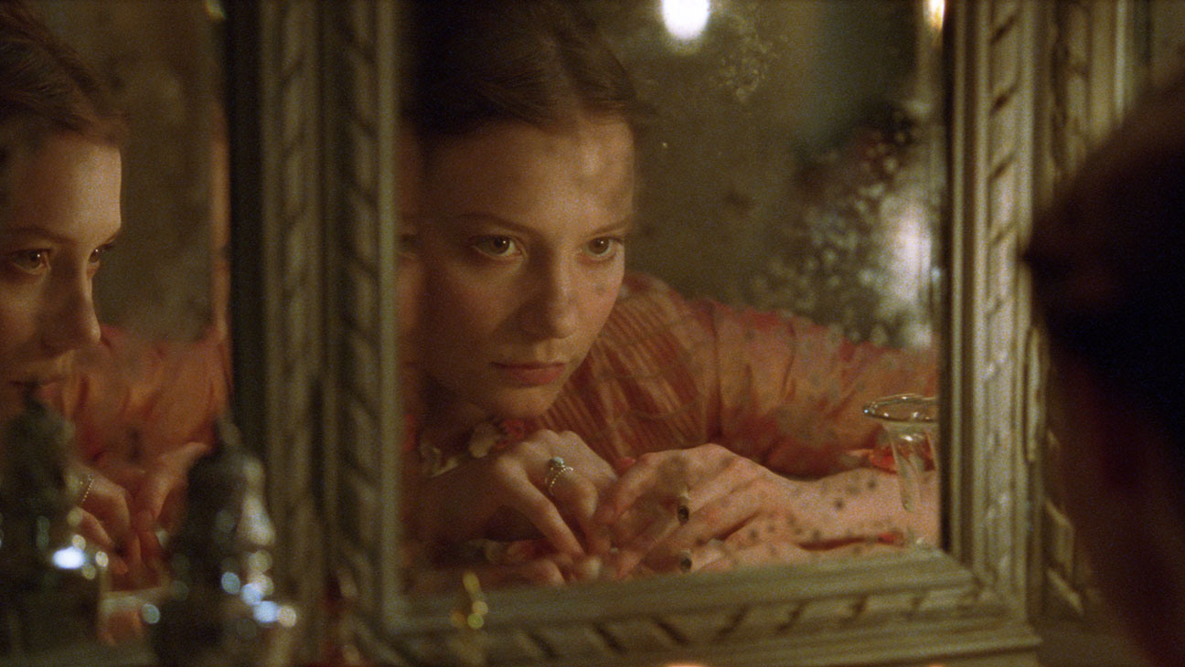 the role of the beggar to expose the characters of emma and homais in madame bovary a novel by gusta